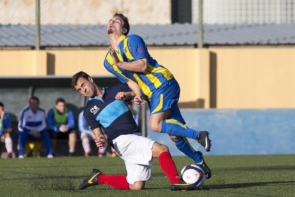 David Ferrer corta una jugada de ataque del Inter Ibiza.