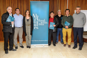 Carmen Matutes y los representantes de los clubes de fútbol. Foto: Prensa Nocerramosnunca