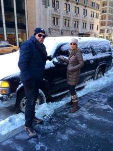 Labi, junto a su mujer, en una calle de Nueva York con la nieve como protagonista.