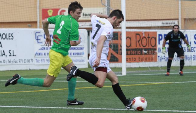 El despido del jugador ibicenco es otro contratiempo más para el entrenador, Mario Ormaechea.