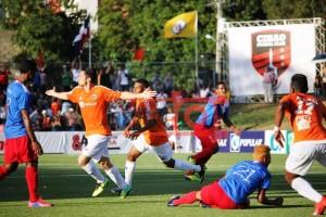 Aitor Ramírez celebra el gol del empate del Cibao FC en el minuto 87. Foto: Joseph Gómez