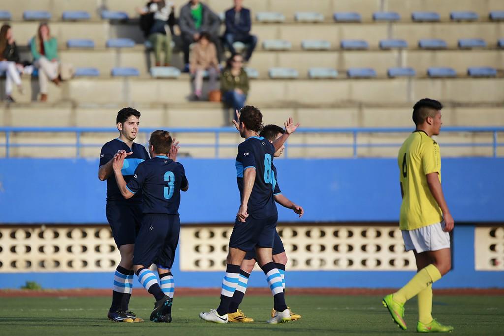 Álvaro García, nuevo fichaje del Ciudad de Ibiza, celebra el primer gol con Cardona.