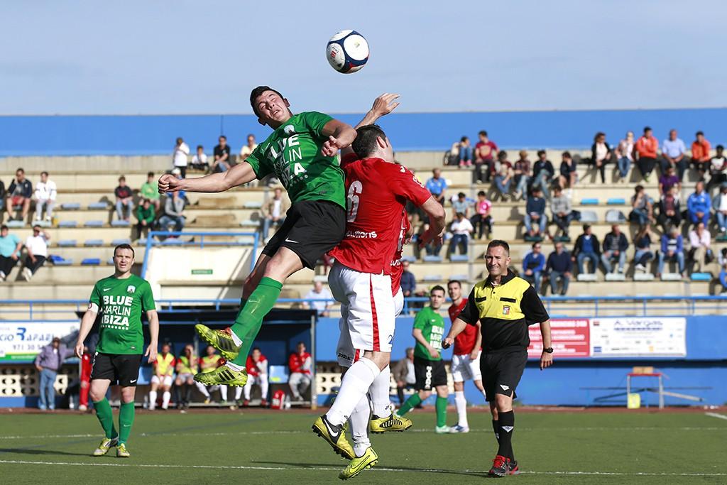 Un lance del partido que disputaron Sant Jordi y CD Ibiza.