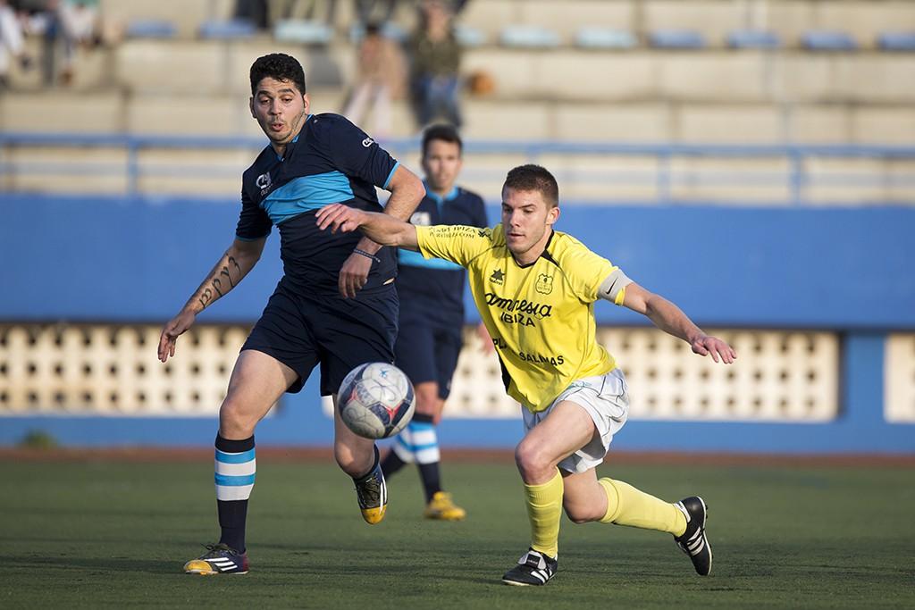 El delantero sevillano, en acción durante el pasado partido frente al San Rafael B.