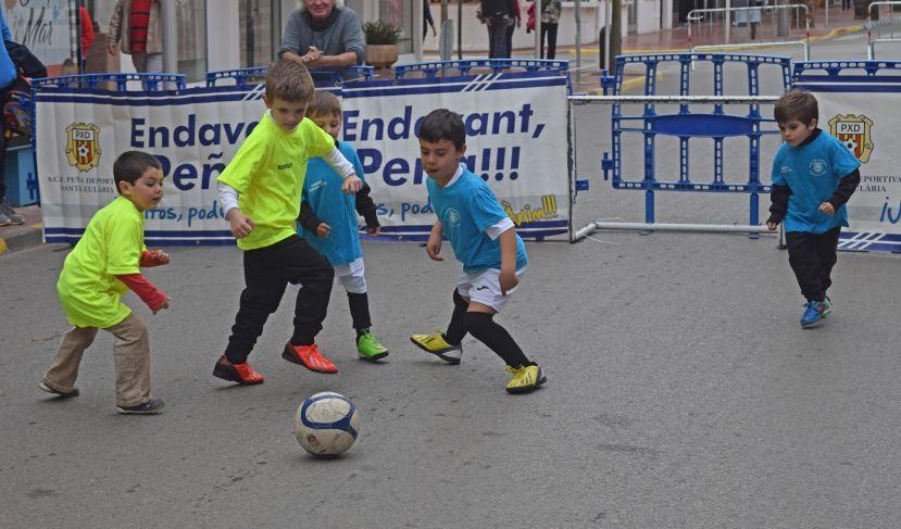 Un partidito de fútbol calle organizado por la Peña.