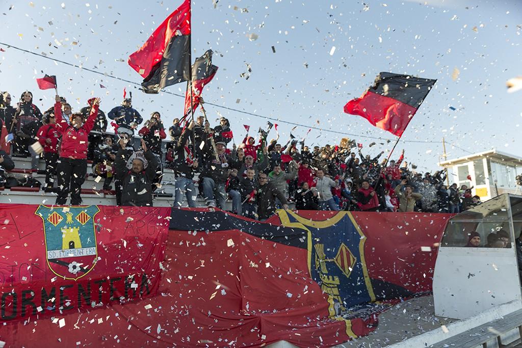 Una veintena de aficionados de la SD Formentera acompañarán al equipo este domingo en Manacor.