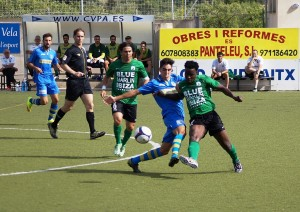 Youssouf despeja el balón en el partido de ida disputado en Andratx. Foto: Fútbol Balear