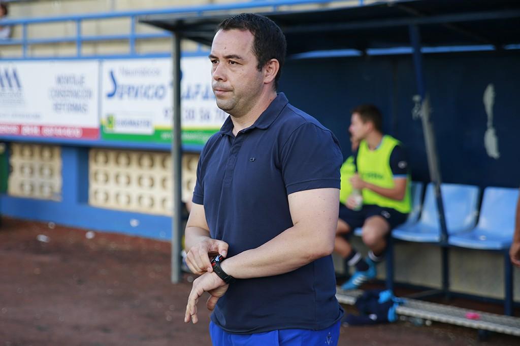 El técnico del Ciudad de Ibiza, instantes antes de que arrancara el choque.