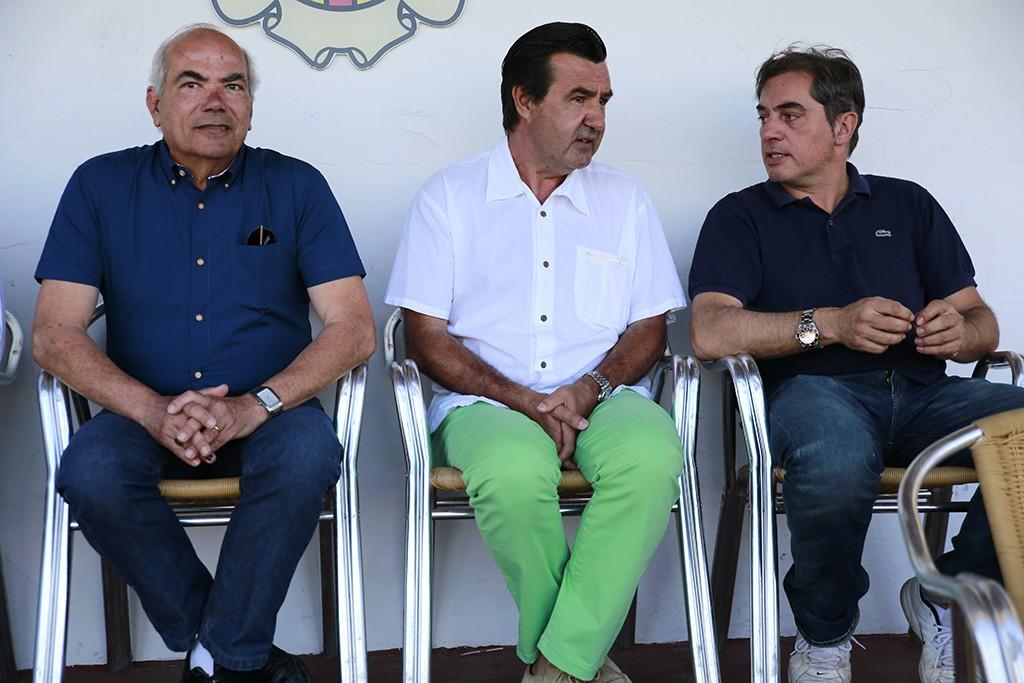 El presidente de la Peña Deportiva, en el centro de la imagen.
