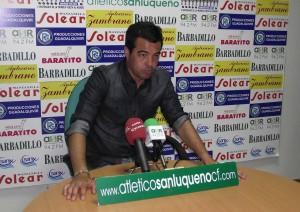 José Herrera, entrenador del conjunto gaditano, durante una rueda de prensa.