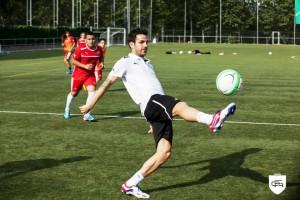 El futbolista internacional del Chelsea en un campus de la Cesc Fàbregas Academy. Foto: CFS