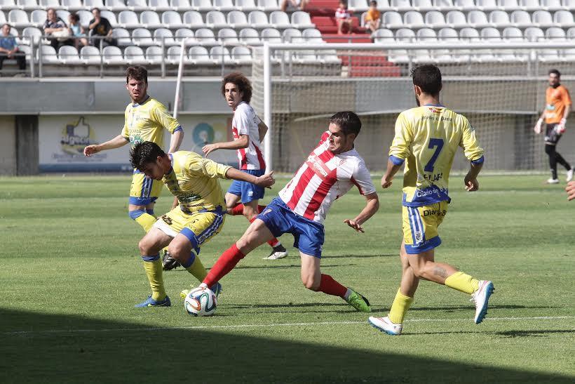 Manzano, en acción durante un encuentro de esta temporada (Foto: Europa Sur).