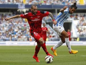 El fichaje del Barça, con la camiseta del Sevilla (Foto: Mundo Deportivo).