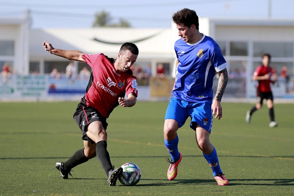 El defensa Micaló, durante el partido frente al Peña Sport.