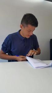 El portero firma el contrato que le unirá a su nuevo club por dos temporadas.
