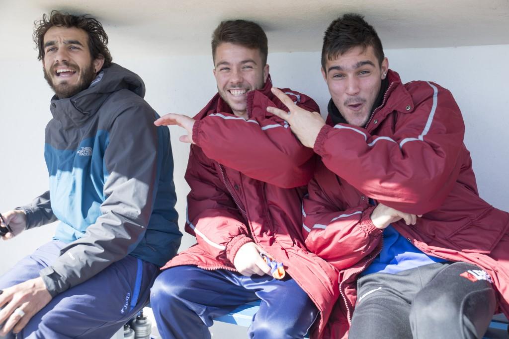 El joven centrocampista, en el centro, causó baja recientemente en el Baleares.