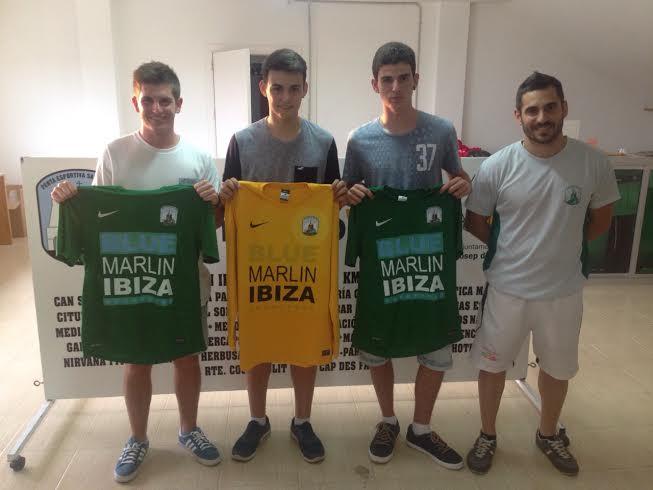 De izquierda a derecha: Joan Marí, Álvaro Morales, David Torres y el entrenador Lluis Tubau.
