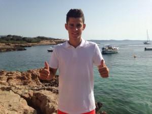 Marc Soldat, nuevo fichaje del Granada, posa para Fútbol Pitiuso.