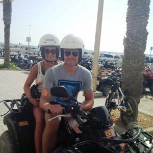 El belga Simon Mignolet y su mujer disfrutan de su estancia en Formentera.