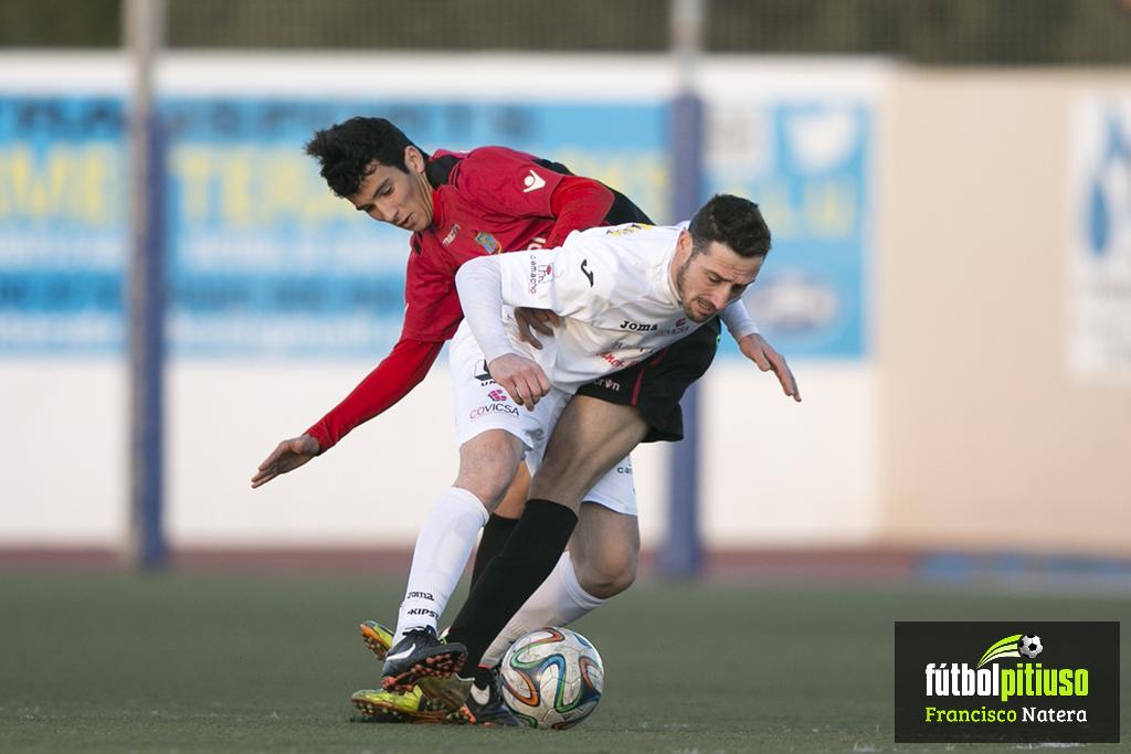 El lateral en un partido ante la Peña Deportiva, el que puede ser su nuevo equipo.