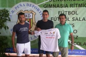 Dani Mori, junto a Raúl Casañ y Juan Marí, durante la presentación del técnico. Fotos: C. V.