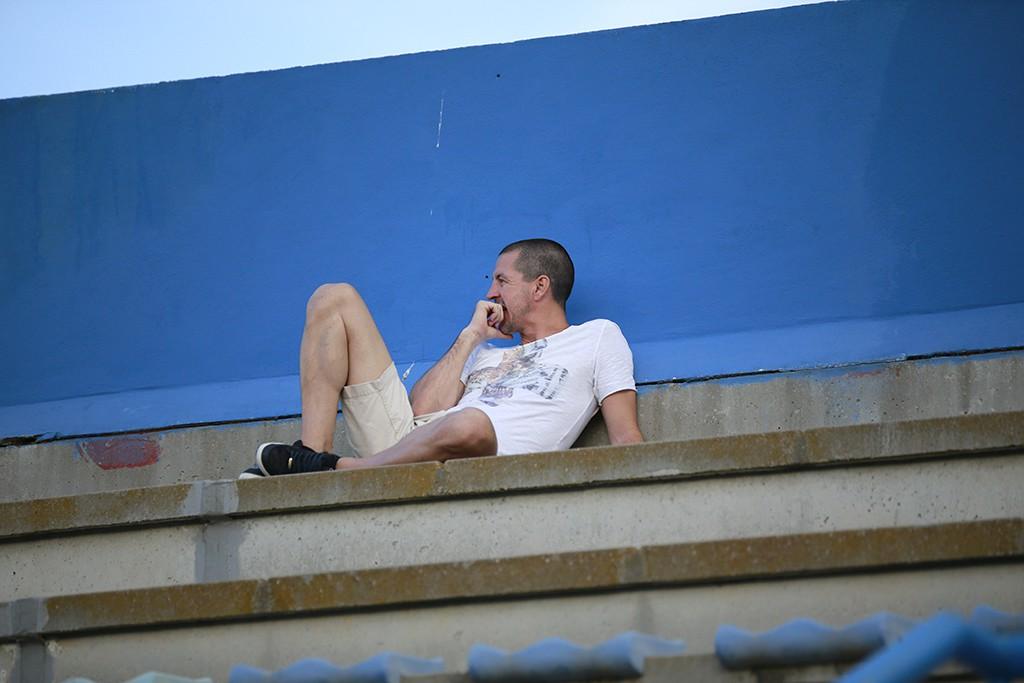 El promotor del Ciudad de Ibiza observa un partido de su equipo desde la grada de Can Misses.