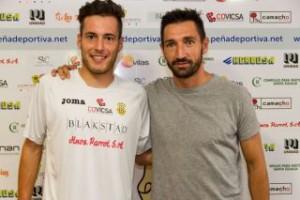David Camps y Raúl Casañ durante la presentación del delantero menorquín.