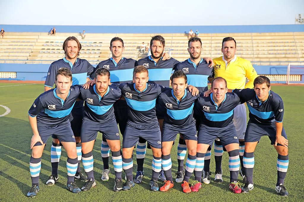 Galera y Hurtado (el primero por la izquierda y el segundo de los jugadores de pie) apuestan por el City una temporada más.