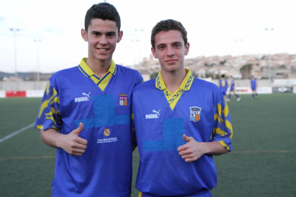 Marc Soldat (i) y Jordi Tur, con la camiseta de la selección balear.