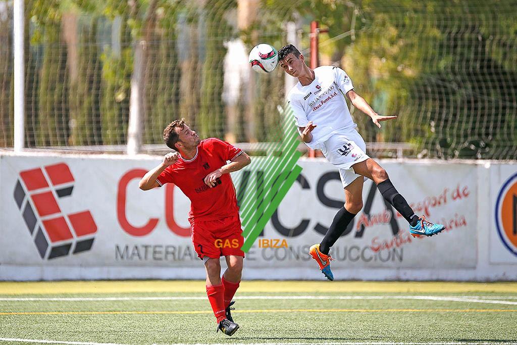 Moha, defensa de la Peña, durante el partido de la primera jornada frente al Esporles.