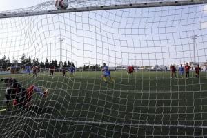 Zurbano, de penalti, logró dar la vuelta al marcador en el minuto 60. Fotos: Menorca al día