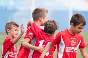 Los jóvenes celebran uno de los goles que le marcaron al Rápid este fin de semana (1-4).
