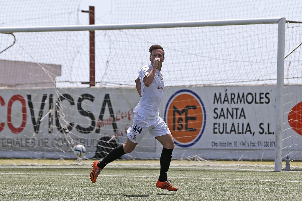 El delantero menorquín ha marcado los dos goles del equipo de Dani Mori.
