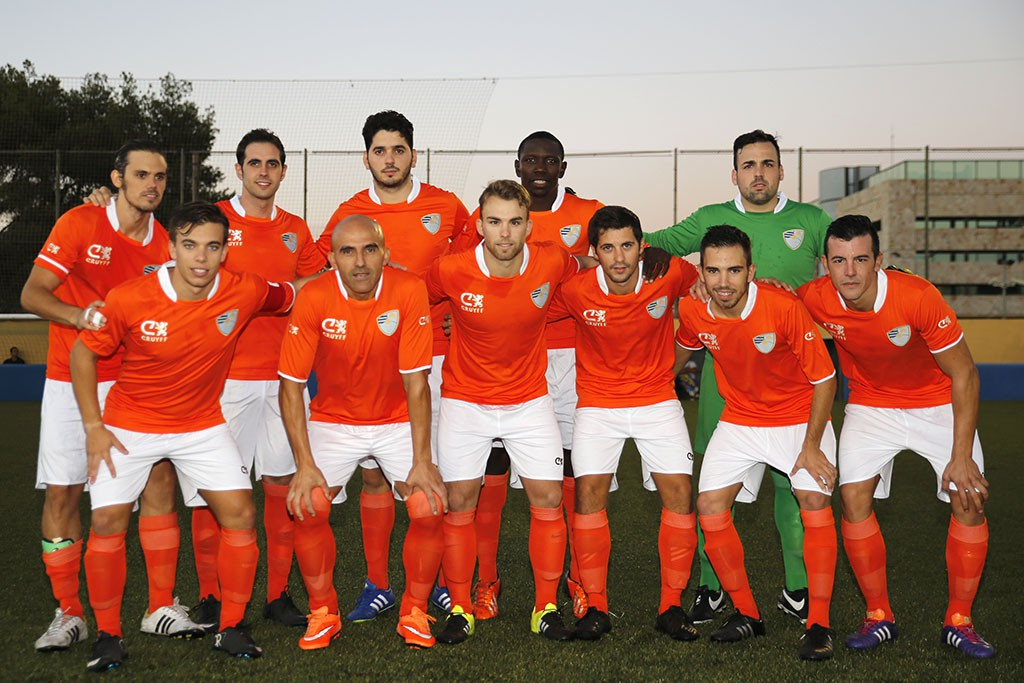 El equipo de Ibon Begoña estrenó su flamante segunda equipación: naranja como la de la selección holandesa.