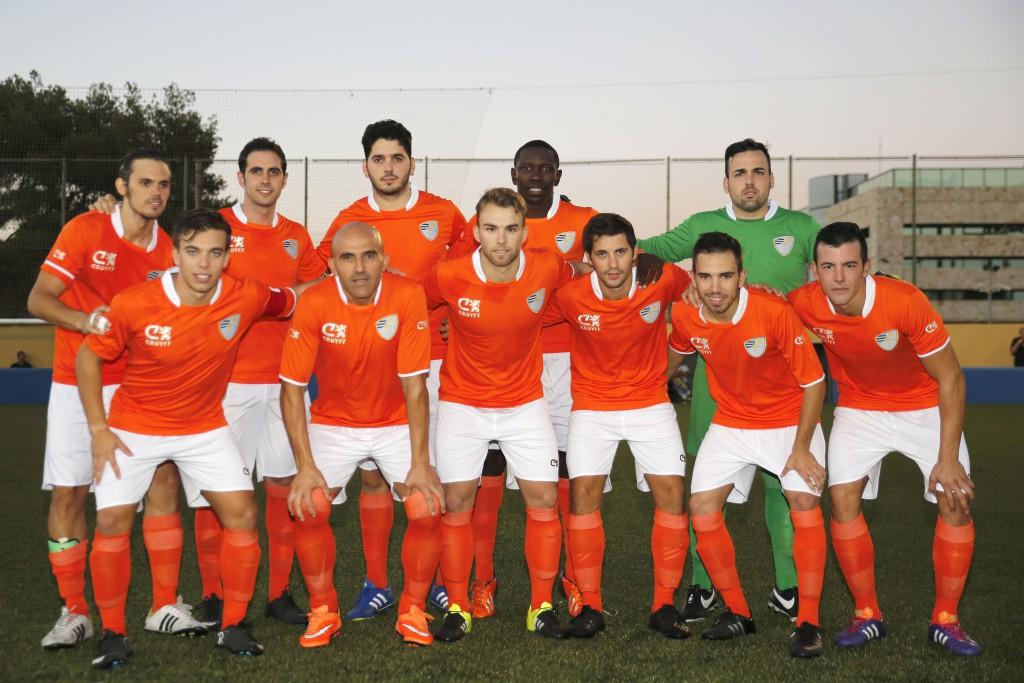 Armando, segundo por la derecha de los jugadores de pie.