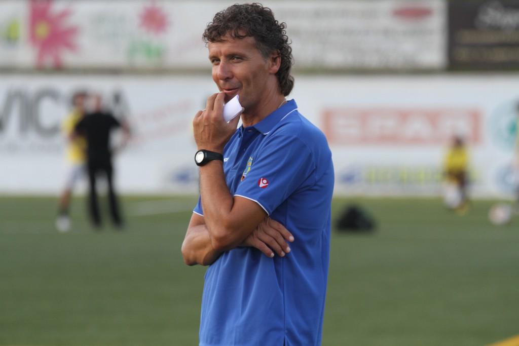 El entrenador ilerdense, satisfecho con el juego de sus jugadores.