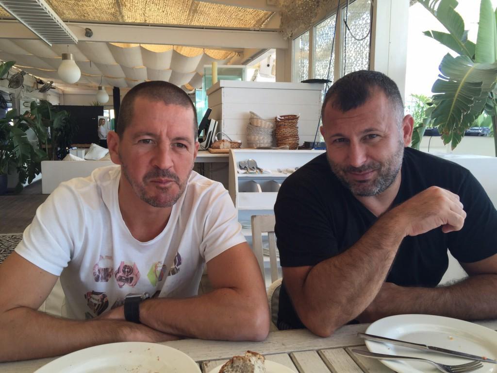 Javi Moreno, junto a su amigo Ibon Begoña el pasado fin de semana en la isla.