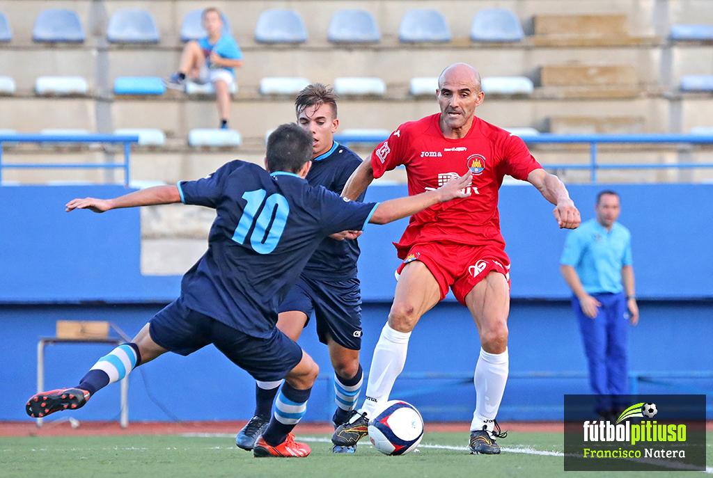 El jugador, en una acción de un partido frente al Ciudad de Ibiza, su nuevo equipo.
