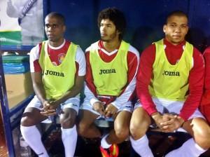 Gilmar, Kamilo y Alan, los tres nuevos fichajes brasileños del CD Ibiza, en el banquillo.