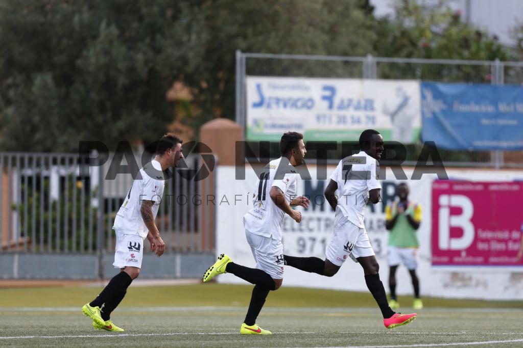 José Luis, Camps y Winde celebran un gol esta temporada.