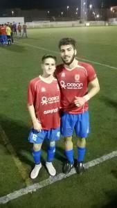 Adrián y Manu, primos, posan después de su debut con el Portmany la pasada jornrada.