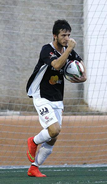 El goleador de la Peña celebra uno gol esta temporada.