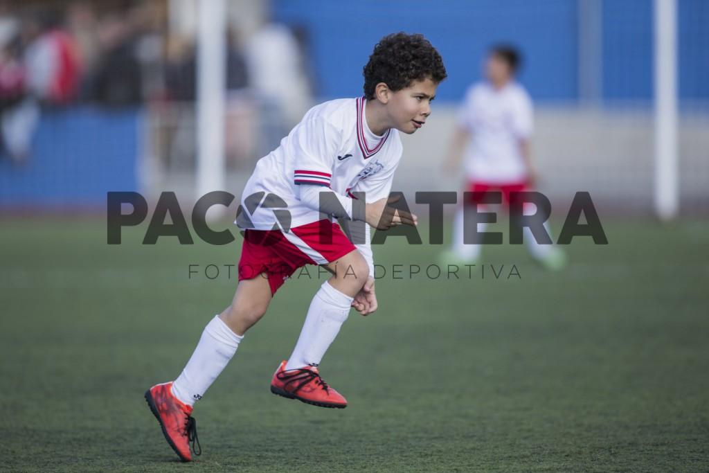 Un jugador del Insular festeja uno de los goles simulando ser un pistolero (Fotos: Paco Natera Fotografía Deportiva).