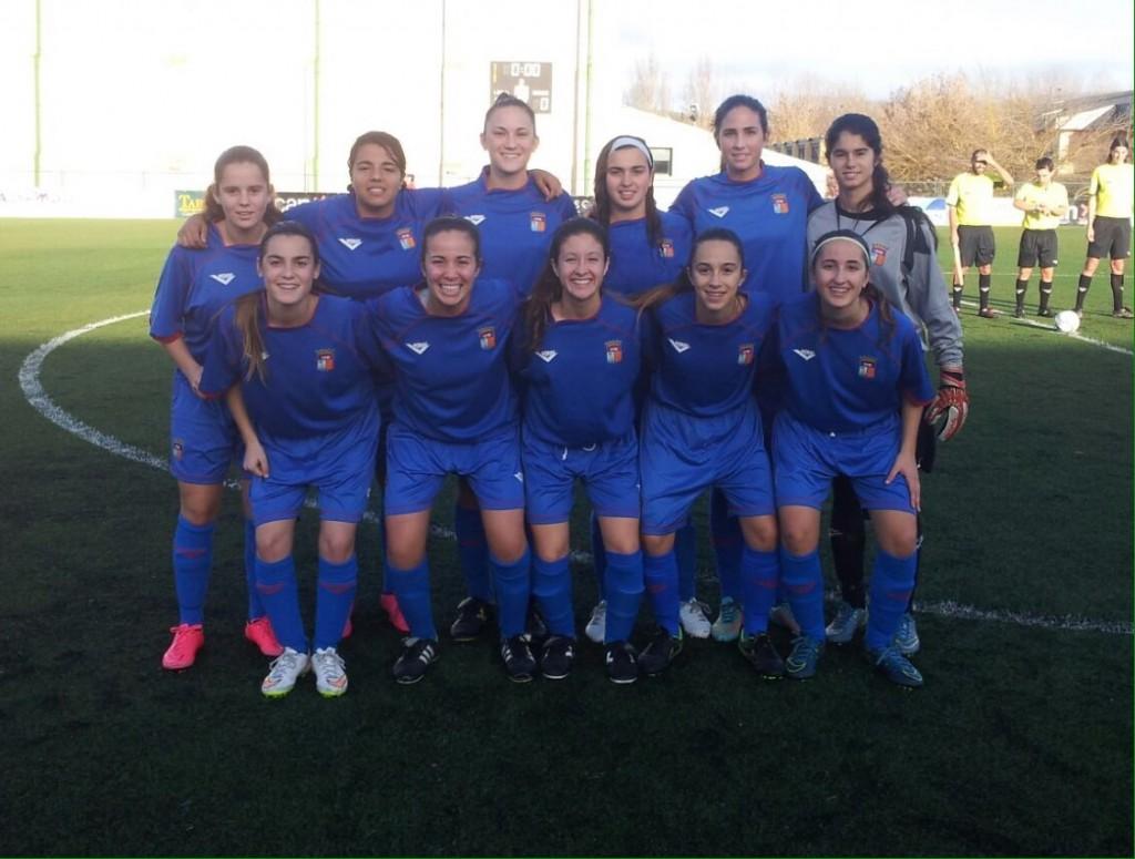 Diana Cabezuelo es la segunda por la derecha de las jugadores de pie (Foto: Fútbol Balear).
