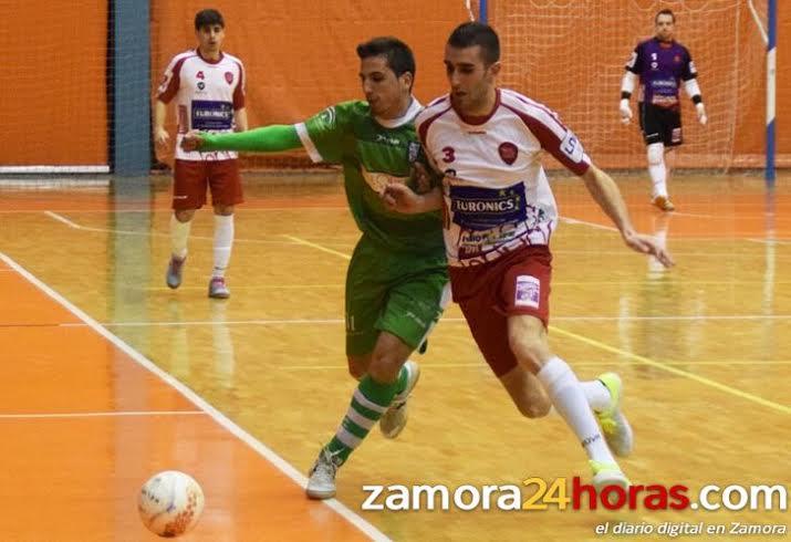 La nueva incorporación de la Peña, de blanco, en un partido con el Zamora.