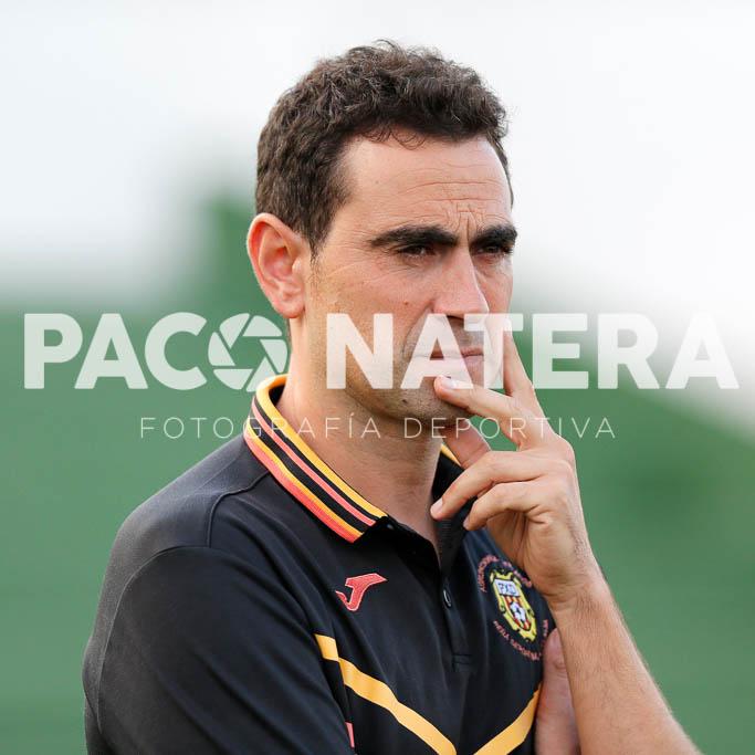 El entrenador de la Peña Deportiva, feliz por la victoria.