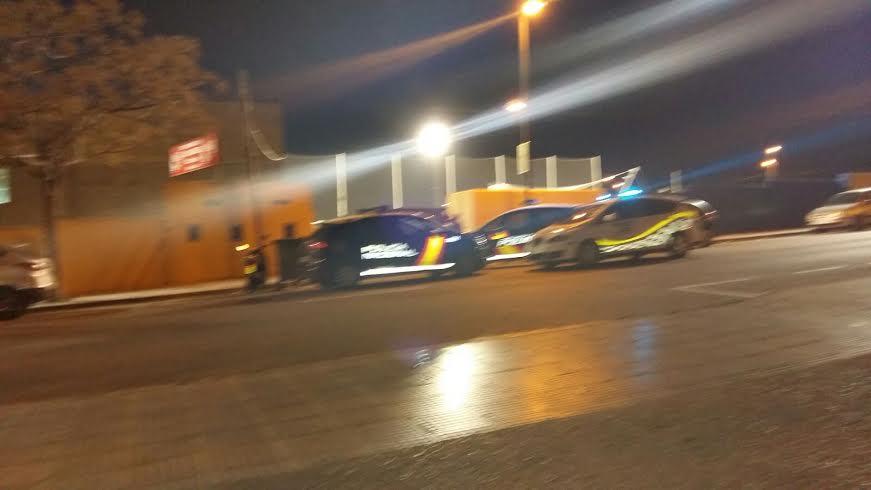 Vehículos de la Policía en la puerta de Can Misses este domingo