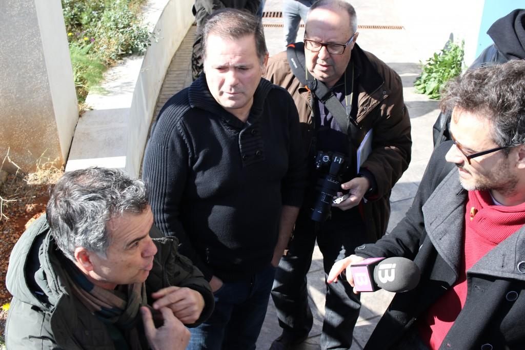 Toni Roldán, directivo del CD Ibiza, atiene a los medios en presencia del Ángel Nadal, presidente del Ciudad de Ibiza.