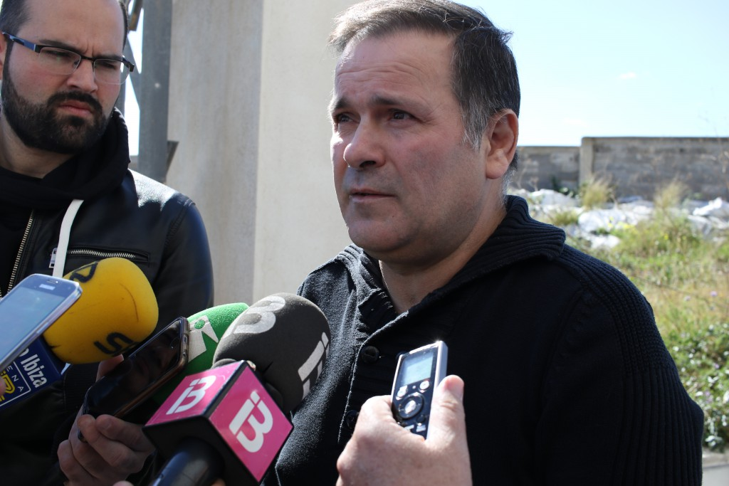 El presidente del Ciudad de Ibiza asegura que tiene su dimisión firmada.
