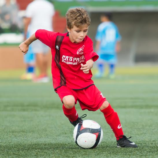 El joven centrocampista, en acción con su equipo. (Foto: Alejandro Iborra).